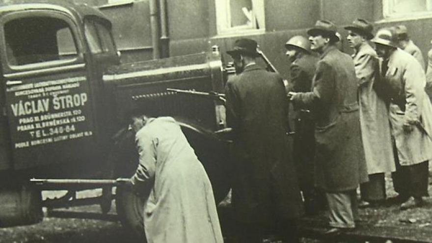 Video Události: Rozhlas volal o pomoc, boje vypukly, zemřeli i němečtí zajatci ze zbraní Němců