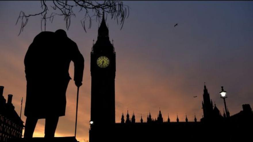 Video Británie v předvečer voleb: Výsledek je nejistý