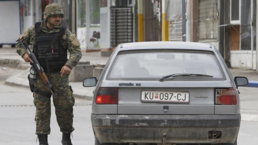 Video V makedonském Kumanovu zasáhla policie proti údajným teroristům