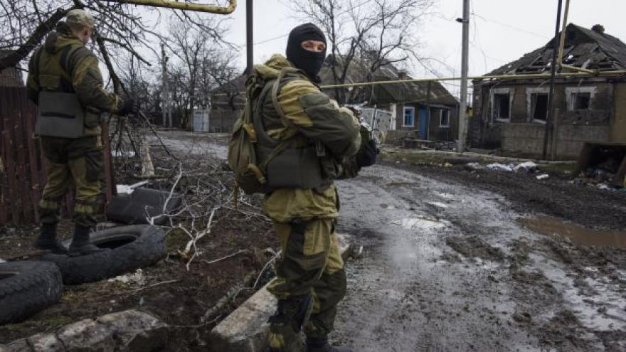 Video Obě strany ukrajinského konfliktu vraždí zajatce