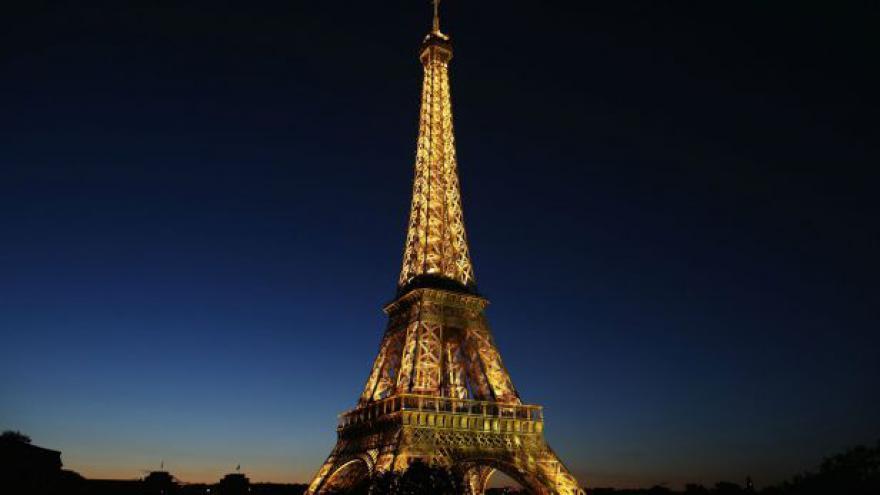 Video Zpravodaj ČT: Kapsáři na Eiffelovce cílí na Asiaty