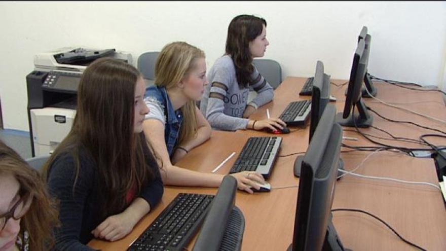 Video Školní inspekce prověřuje znalosti žáků, letos je pak i oznámkuje