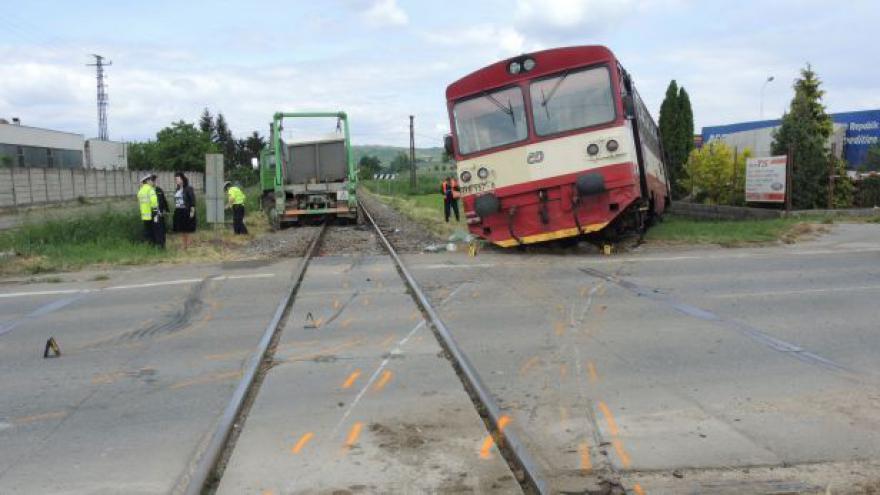 Video U Velkých Pavlovic vykolejil vlak