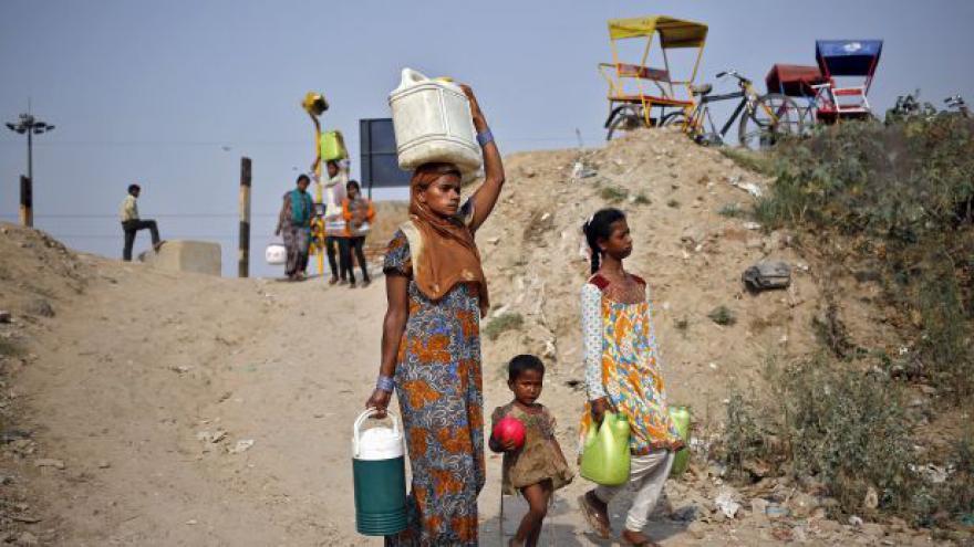 Video Slovenka žijící v Indii: Přes den raději nevycházíme