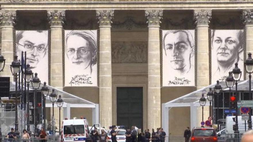 Video Francie pohřbila čtyři bojovníky proti nacismu v Pantheonu