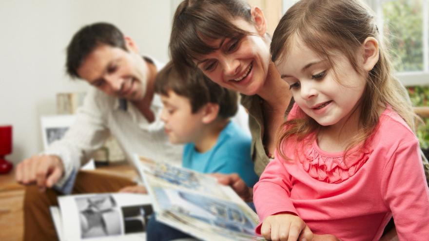 Video Rodičům dvou a více dětí by mohly klesnout sociální odvody