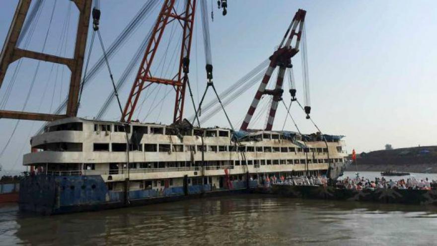 Video Tragédie čínské lodi má čtyři stovky obětí