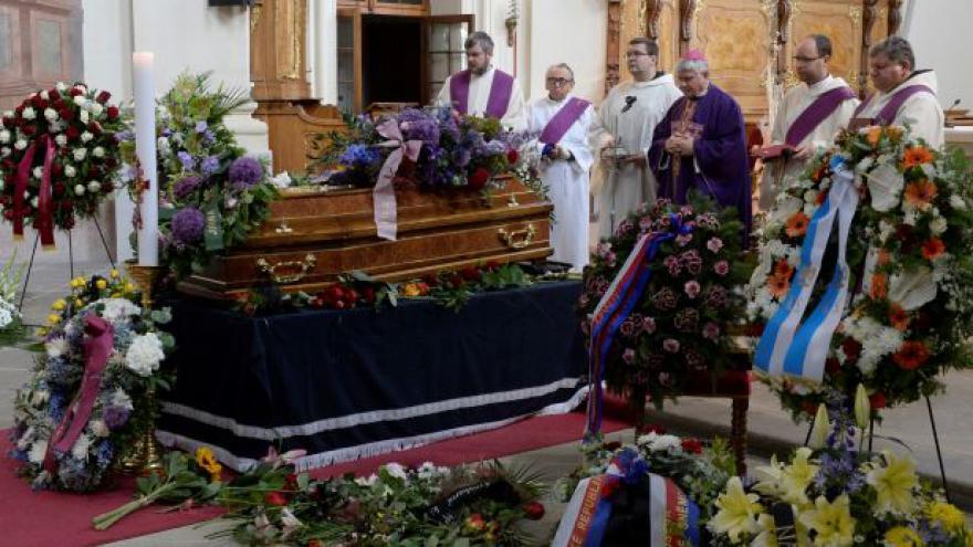Video Poslední sbohem Josefu Topolovi