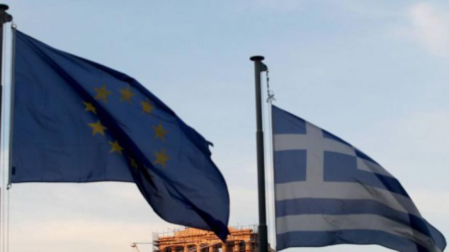 Video Tahanice o řecké reformy pokračují