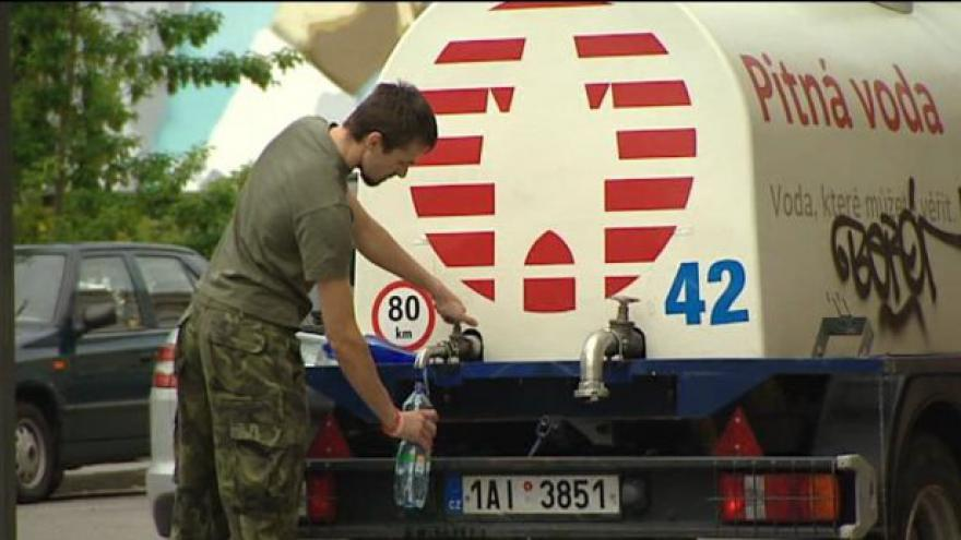 Video Kontaminaci vody způsobil průsak z kanalizace ze Střešovic