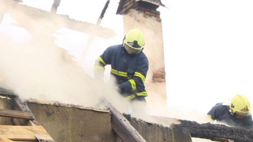 Video UDÁLOSTI: Blesk připravil o dům rodinu na Chrudimsku
