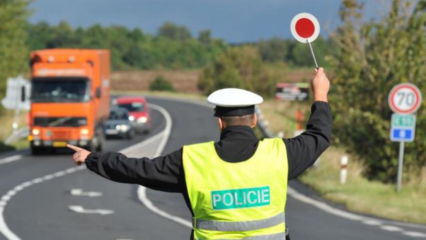 Video Téměř 5000 řidičů má problém s technickou kontrolou