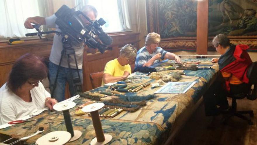 Video Tkadleny opravují 400 let starý vlámský gobelín