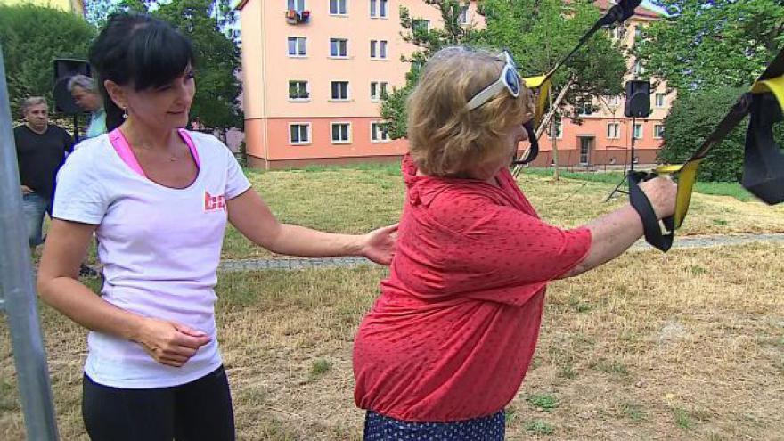 Video Bez komentáře: Venkovní cvičení seniorů