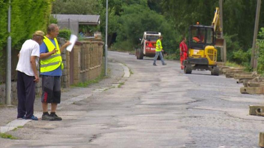Video UDÁLOSTI V REGIONECH: Boršovská silnice potřebovala opravu 44 let