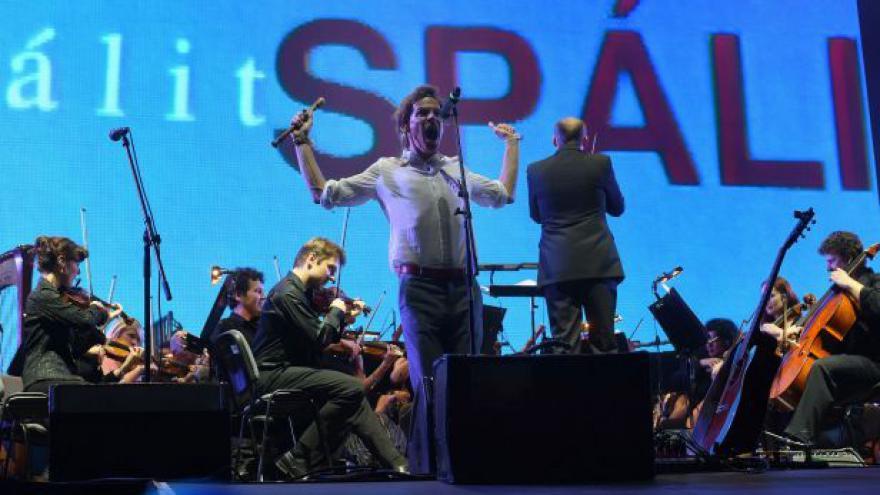 Video Zrní hraje s Janáčkovou filharmonií