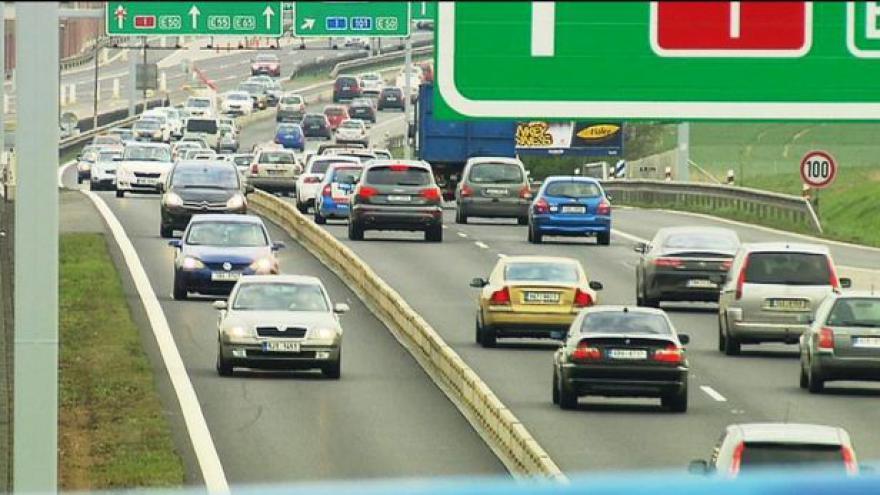 Video S omezením rychlosti na rekonstruované D1 si řidiči hlavu nelámou