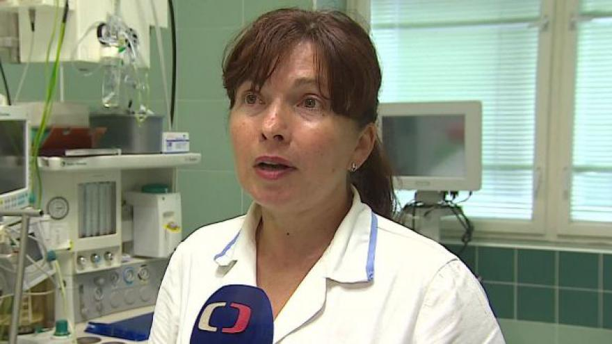 Video Staniční sestra Fakultní nemocnice Brno vysvětluje, za co jsou poplatky