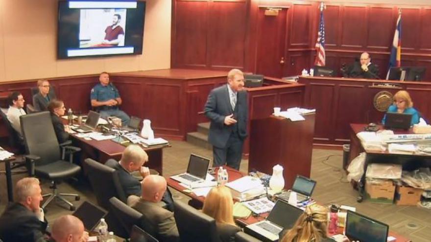 Video Holmes byl podle soudu při vraždách příčetný