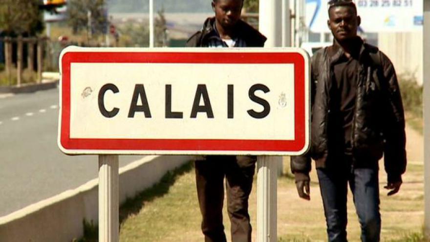 """Video Zpravodaj ČT natáčel uprchlíky v """"Džungli"""" u Calais"""