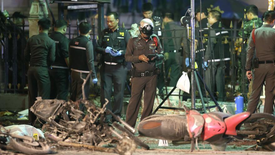 Video Útok v Bangkoku: Podezřelých přibývá