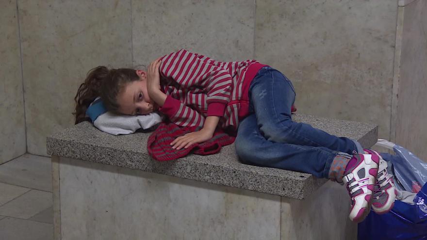 Video Bez komentáře: Z Břeclavi odjeli první Syřané do Německa