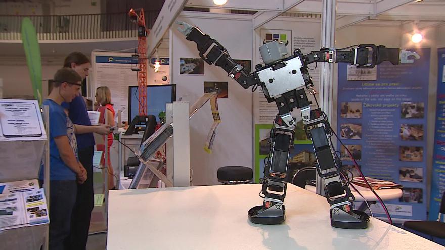 Video Bez komentáře: Roboti na strojírenském veletrhu v Brně