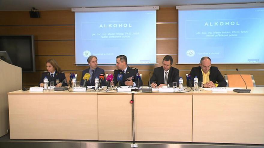 Video Tisková konference k zahájení kontrol nalévání alkoholu dětem