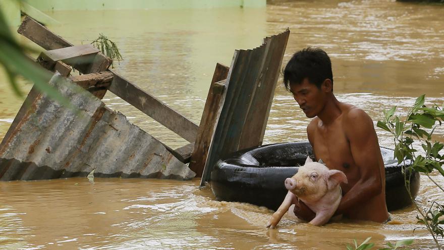 Video Tajfun Koppu na Filipínách si podle posledních informací vyžádal už 16 obětí
