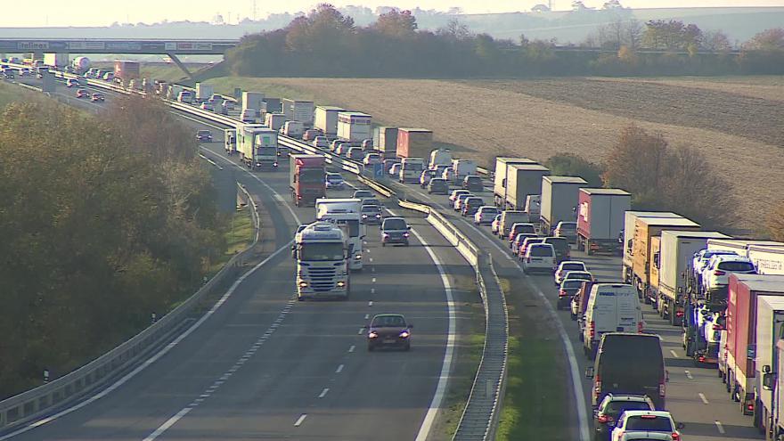 Video Bez komentáře: Omezení na D1 způsobilo dopravní kolaps
