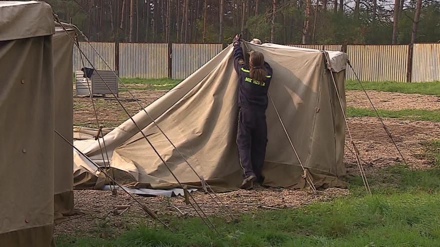 Video  Bez komentáře: Bourání stanového tábora v Poštorné