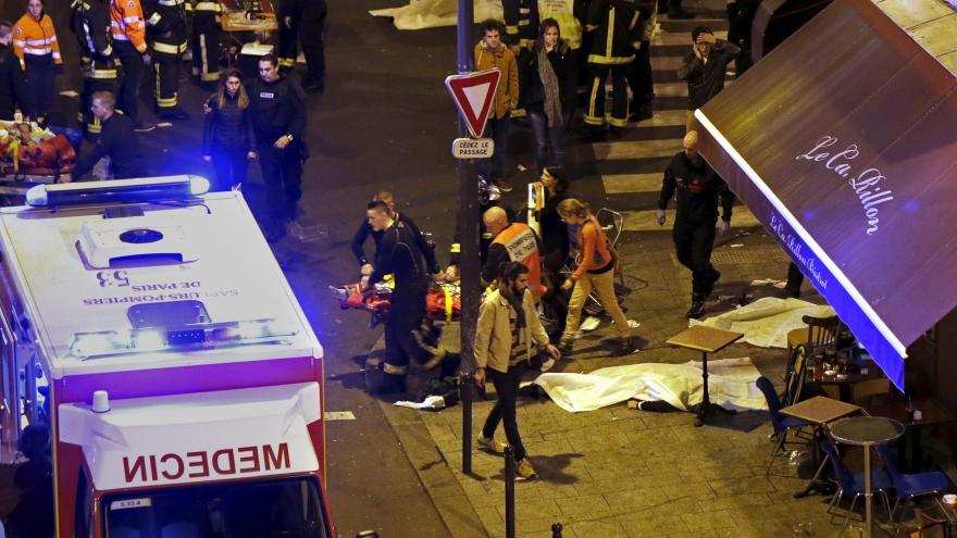 Video Noční Paříž zasáhl teror