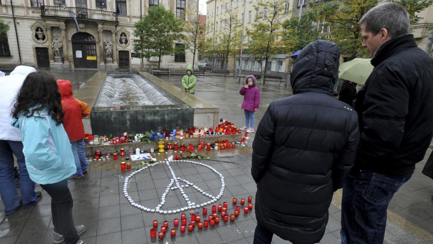 Video Minuta ticha za oběti pařížských útoků