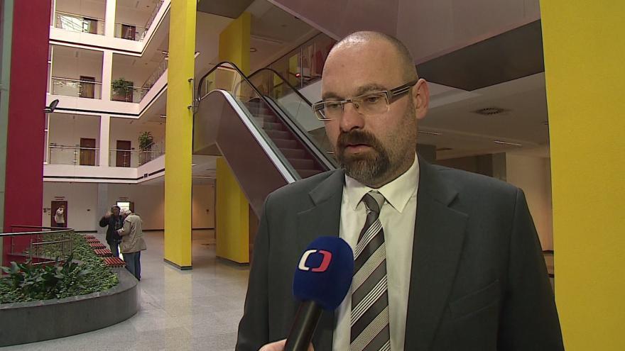 Video O případu pochybných zakázek hovoří žalobce Jan Petrásek