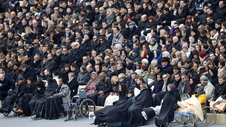 Video Události: Pieta za oběti pařížských útoků