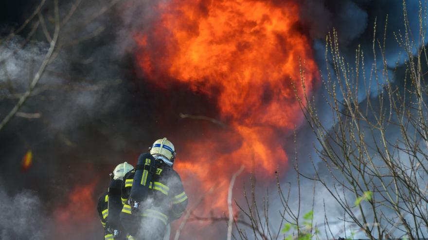 Video BEZ KOMENTÁŘE: Požár v průmyslovém areálu v Turnově