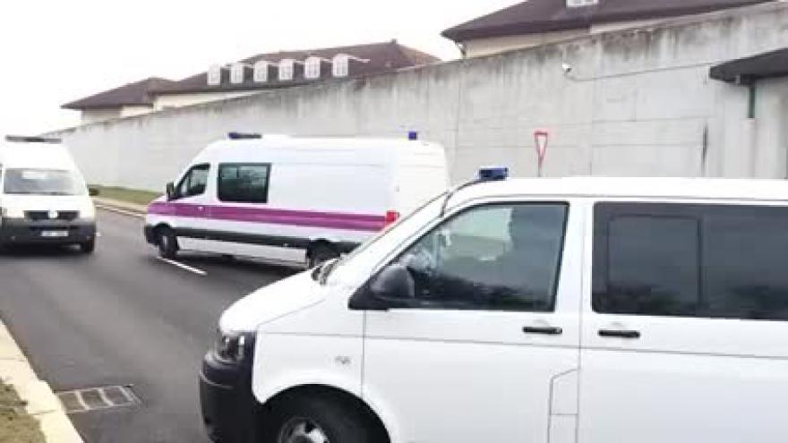 Video Eskorta převezla Kevina Dahlgrena z vazební věznice