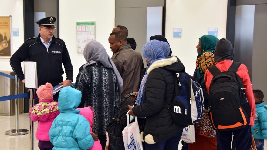 Video Z Německa se každý měsíc vrací na tři tisíce uprchlíků
