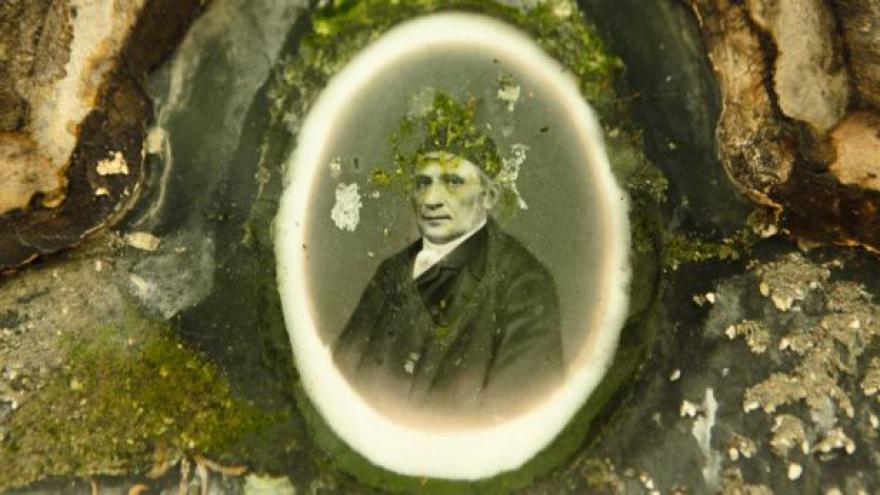 Video Průvodce po významných hrobech