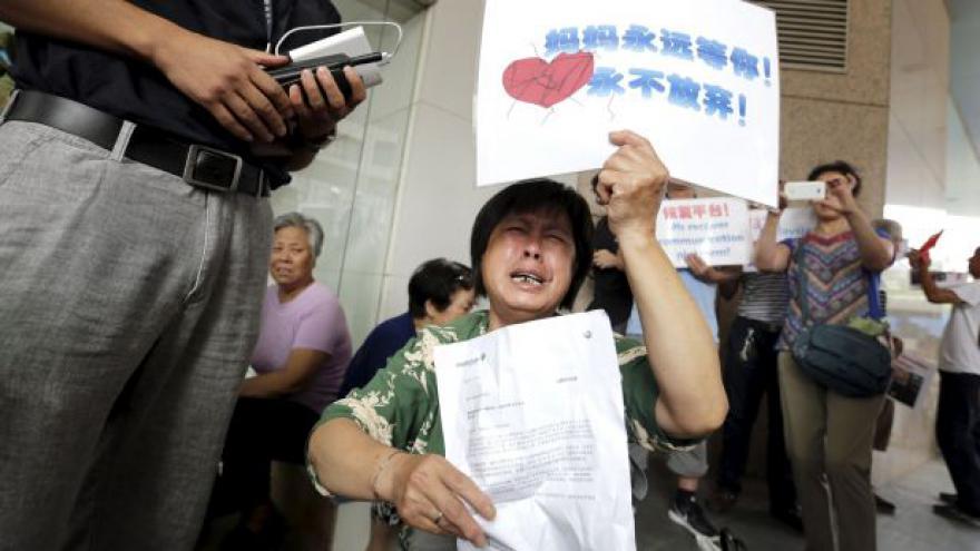 Video Pozůstalí chtějí znát celou pravdu o letu MH370