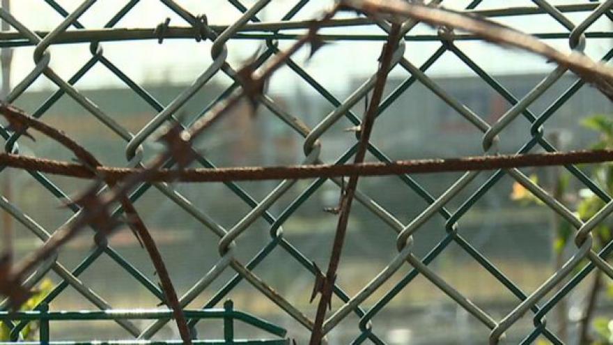 Video V táboře v Calais vznikla škola francouzštiny