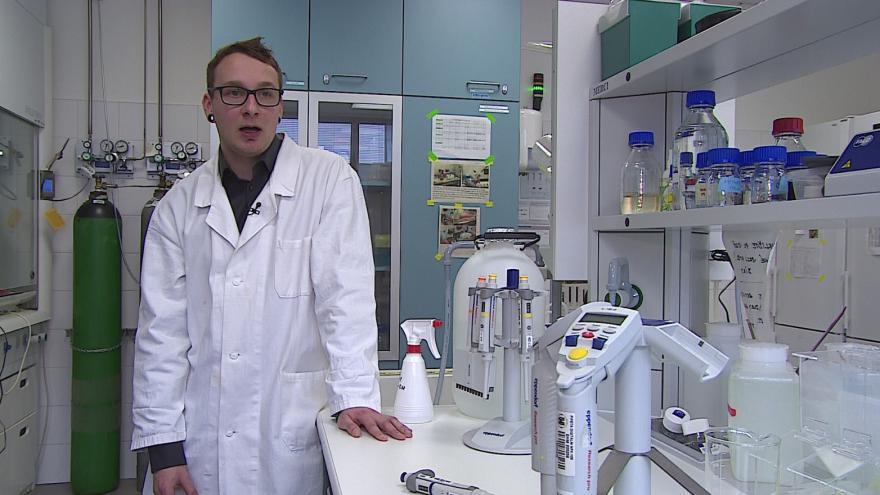 Video Peníze pomohou Janu Raškovi ve výzkumu toxicity sinic