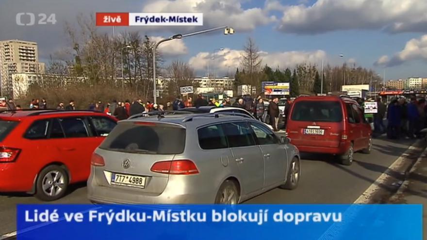 Video Ve Frýdku-Místku lidé blokovali dopravu