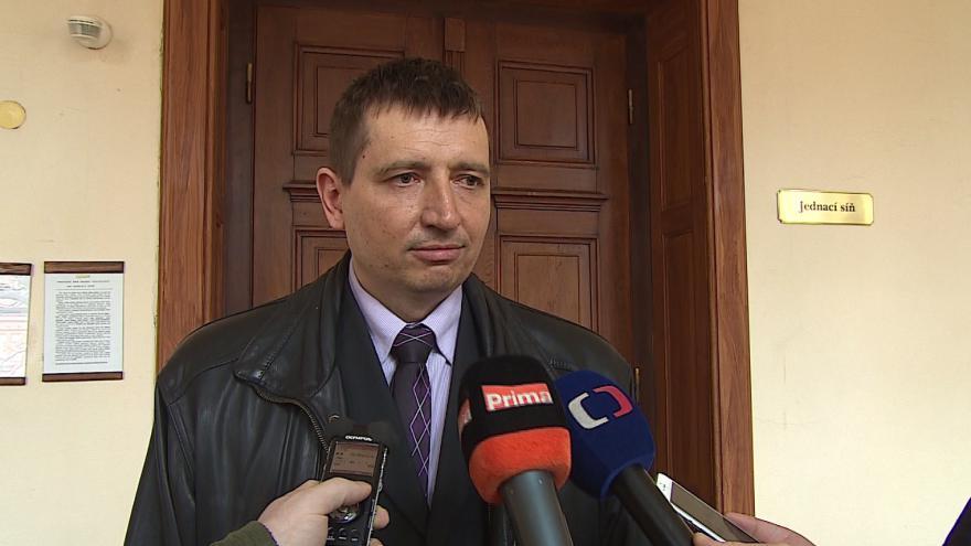 Video Žalobce Aleš Sosík přečetl obžalobu a odkryl detaily údajných podvodů s pohonnými hmotami