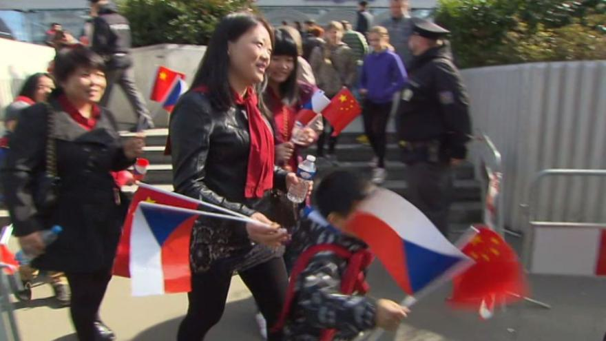 Video Si Ťin-pching v Praze: Vlajky, potyčky, kontroly
