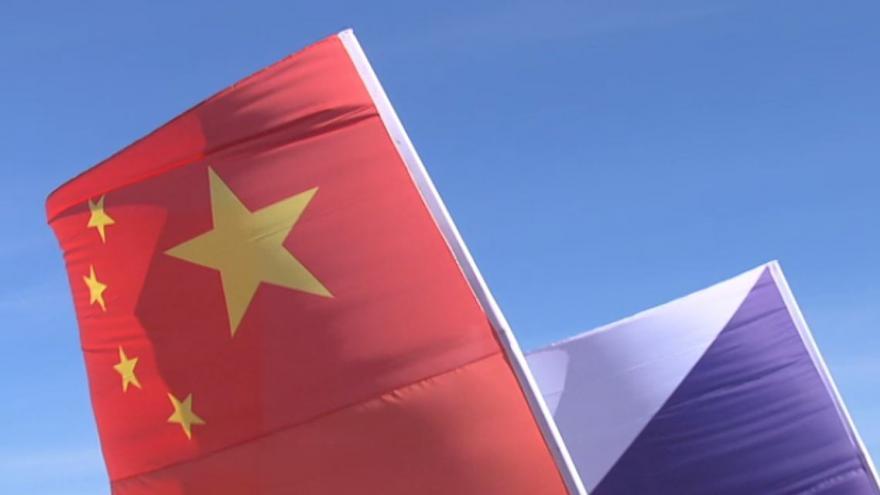 Video BEZ KOMENTÁŘE: Shrnutí prvního dne návštěvy čínského prezidenta v Česku