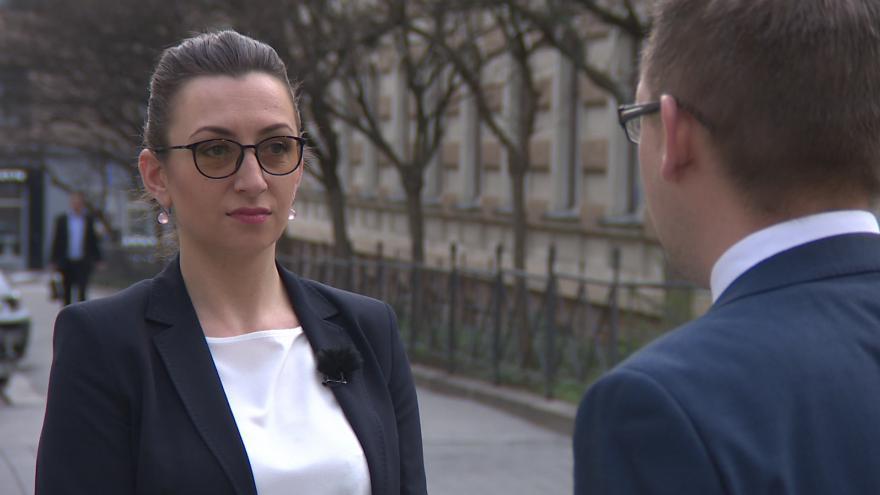 Video Překladatelé často tlumočí nepřesně, ve prospěch českých úřadů tvrdí Ilnara Dudash, místopředsedkyně Ukrajinské Iniciativy