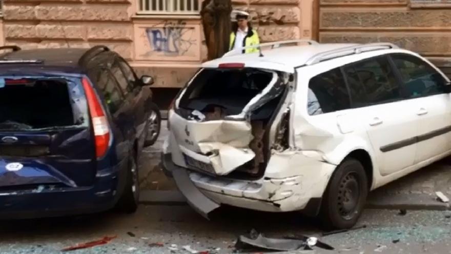 Video Nabouraná auta na Vinohradech v Praze