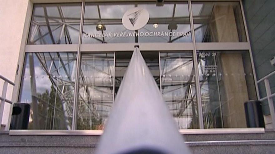 Video 90' ČT24 - Potřebujeme silnějšího ombudsmana?