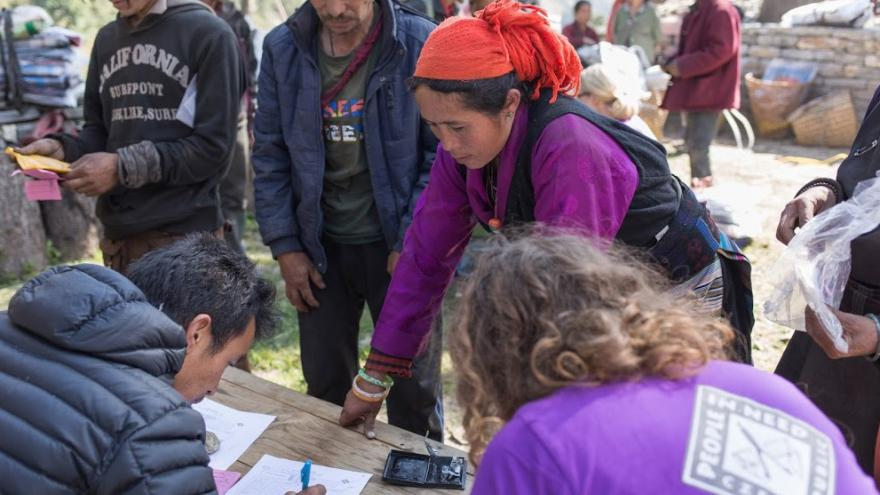 Video Člověk v tísni bude v Nepálu pomáhat minimálně do konce roku